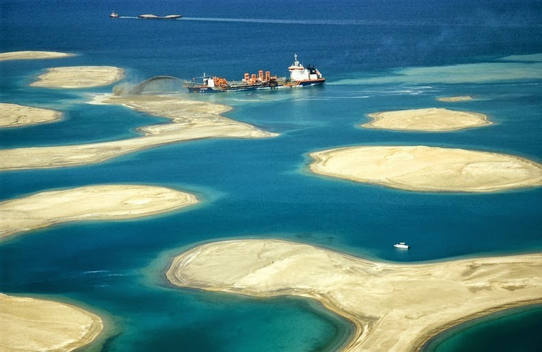 Constructing dubais enormous the world artificial archipelago the world islands is an artificial archipelago consisting of about 300 small islands constructed in the rough shape of a world map located 40 kilometers gumiabroncs Image collections