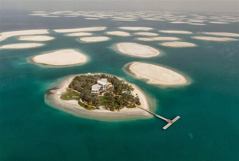 Constructing dubais enormous the world artificial archipelago the world islands is an artificial archipelago consisting of about 300 small islands constructed in the rough shape of a world map located 40 kilometers gumiabroncs Gallery